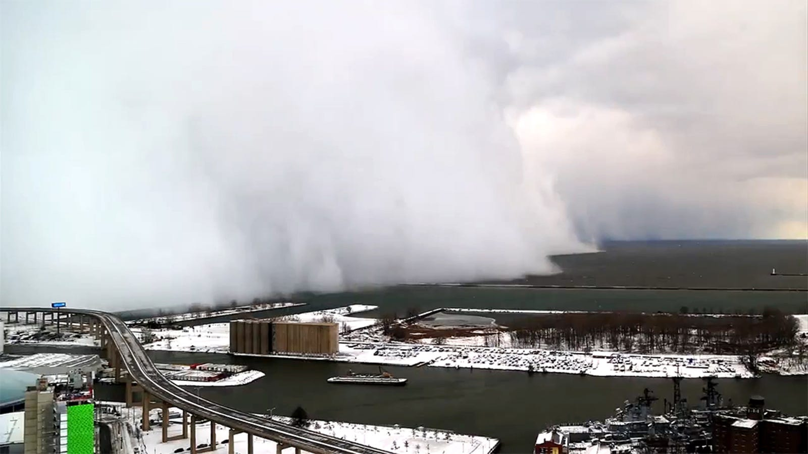 Impressive time-lapse of the snow wall that swallowed Buffalo, NY
