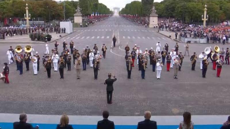 Screenshot: French army band medleys Daft Punk