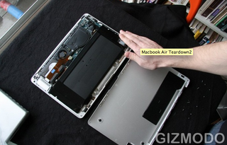 Illustration for article titled Repost: The Very Attractive Macbook Air Innards