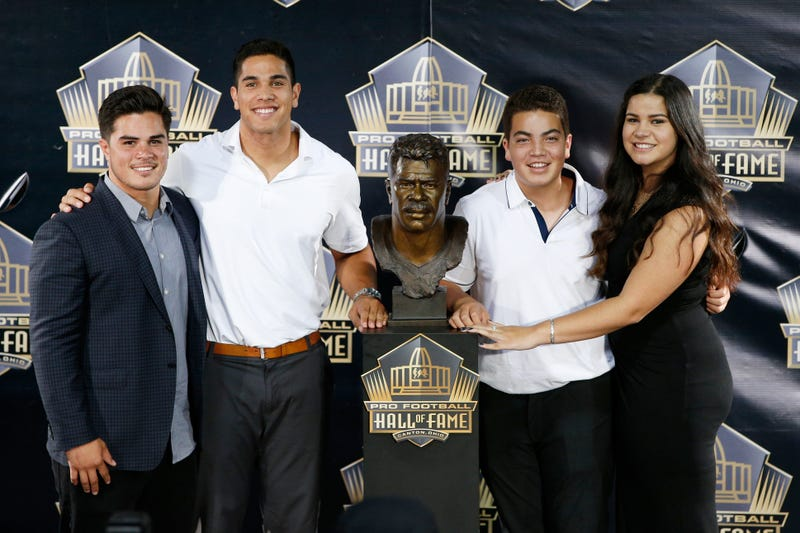 Junior Seau's children at his posthumous Hall of Fame induction ceremony
