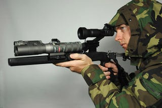 Illustration for article titled Military-Grade Laser Pointer Blinds People 2.5 Miles Away