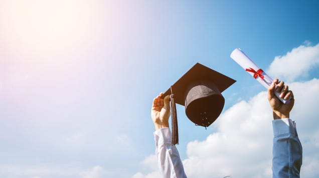 How to Take Graduation Photos You ll Actually Like