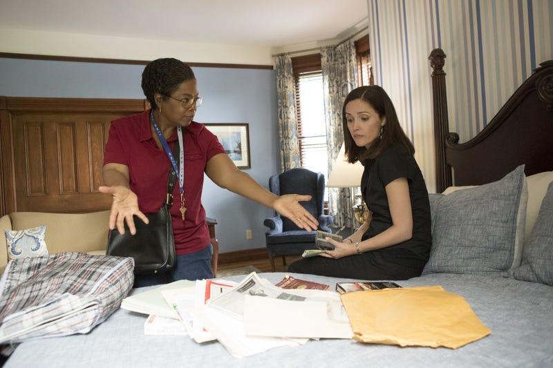 Oprah Winfrey as Deborah Lacks Pullum and Rose Byrne as Rebecca Skloot (Quantrell Colbert/HBO)