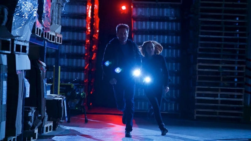 """Agents Mulder (David Duchovny) and Scully (Gillian Anderson) run from their new robot overlords in the X-Files episode """"Rm9sbG93ZXJz."""""""