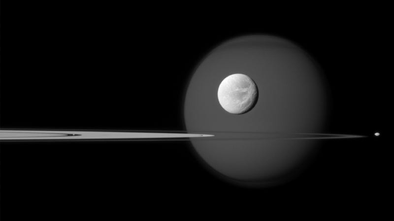 Illustration for article titled Beautiful new NASA photo captures the diversity of Saturn's many moons