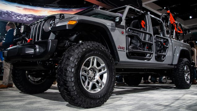 Here S What The 2020 Jeep Gladiator Pickup Looks Like With A Lift