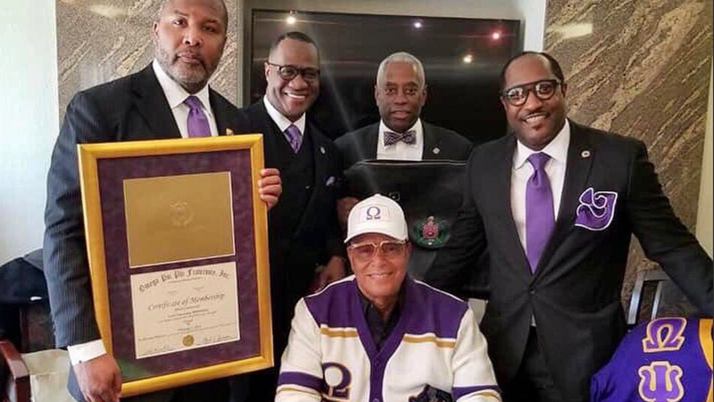 Illustration for article titled Louis Farrakhan Inducted Into Omega Psi Phi Fraternity
