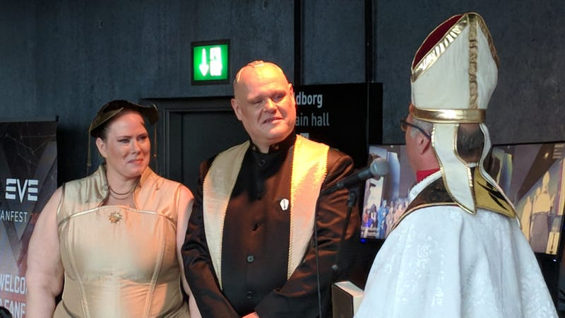Irma Amatin (left) and Tairon Usaro tie the knot in front of priest Charles White at EVE Fanfest 2018 in Reykjavik, iceland.