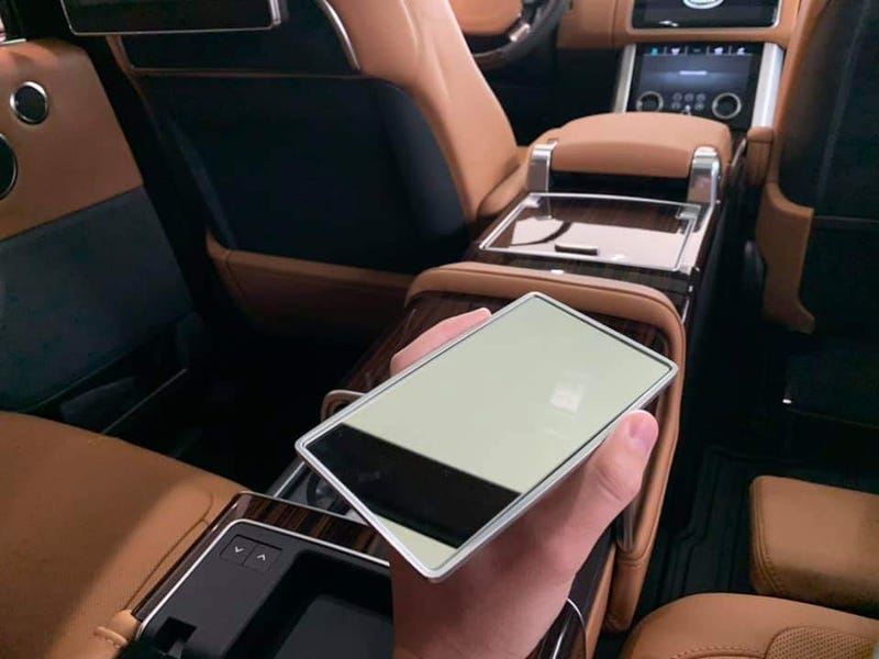 """Illustration for article titled Range Rover Autobiography has an optional """"Handheld Vanity Mirror"""""""
