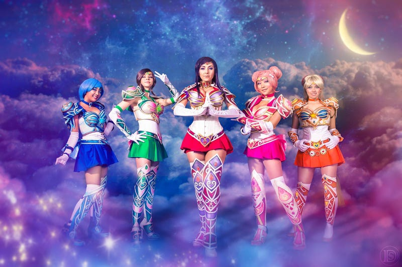 Illustration for article titled The Sailor Senshi get an armour upgrade in these amazing cosplays
