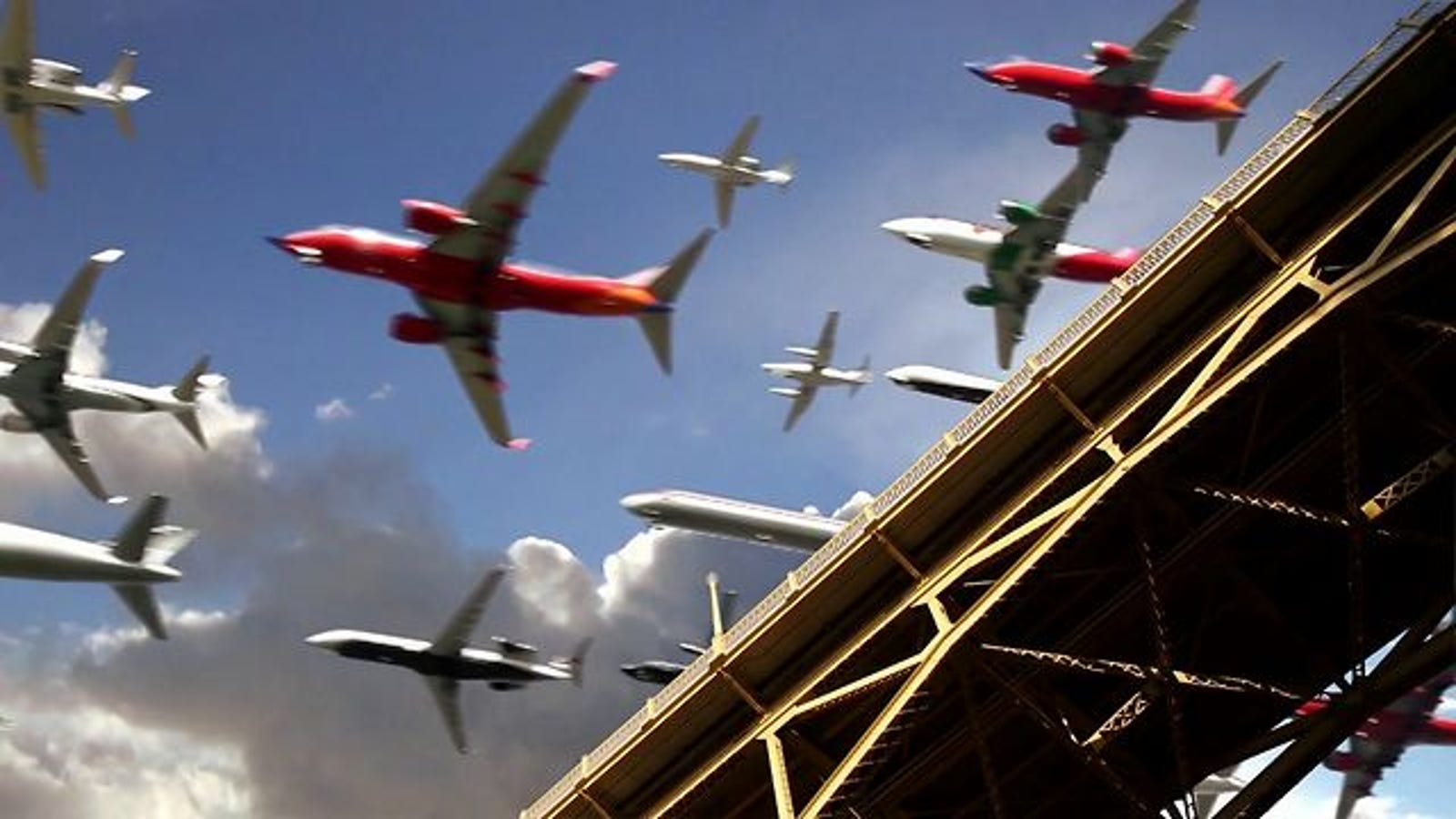 Watch Five Hours of Commercial Jet Flyovers Timelapsed Down Into Thirty Crowded Seconds