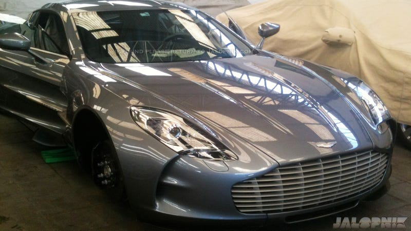 Illustration for article titled This Is What A $1.7 Million Aston Martin One-77 Looks Like In The Shop
