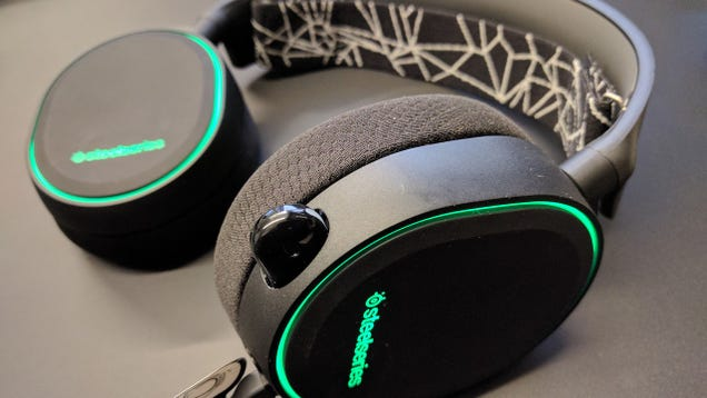 The steelseries arctis 5 is a grown up good looking gaming headset one of the confounding problems with a number of gaming headsets is that so many of them look like gaming headsets which is fine if youre at home in fandeluxe Images