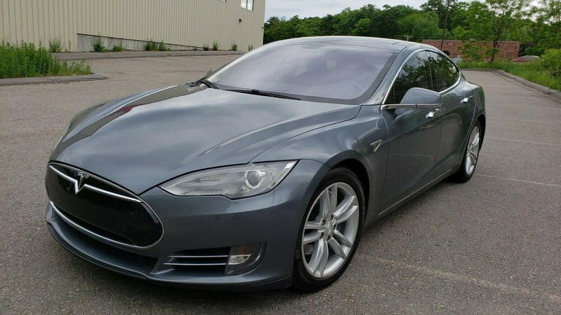 Illustration for article titled At $29,900, Could This 2013 Model S 85 Mean It's Finally Time to Buy a Tesla?