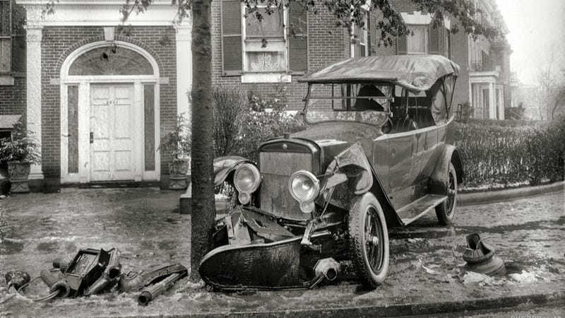Illustration for article titled Crash Photos From The Beginning Of Motoring Are Stunningly Beautiful