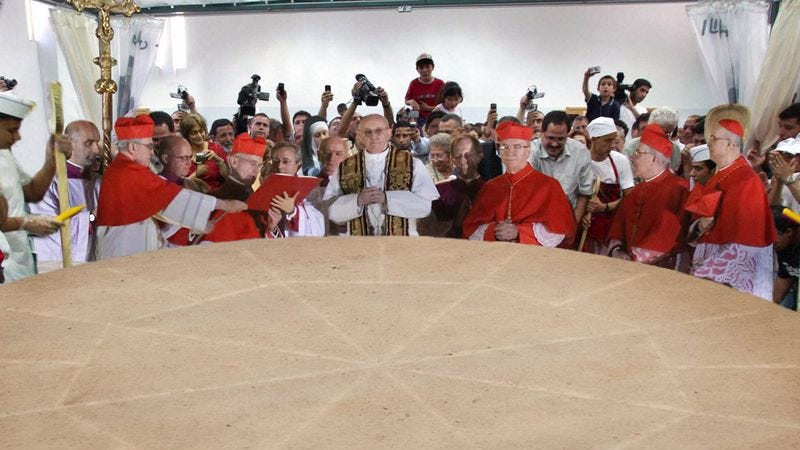Illustration for article titled Vatican County Fair Sets Record For World's Largest Communion Wafer