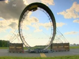 Illustration for article titled Fifth Gear Brings Hot Wheels To Life, Sets Real-Life Loop-The-Loop Record