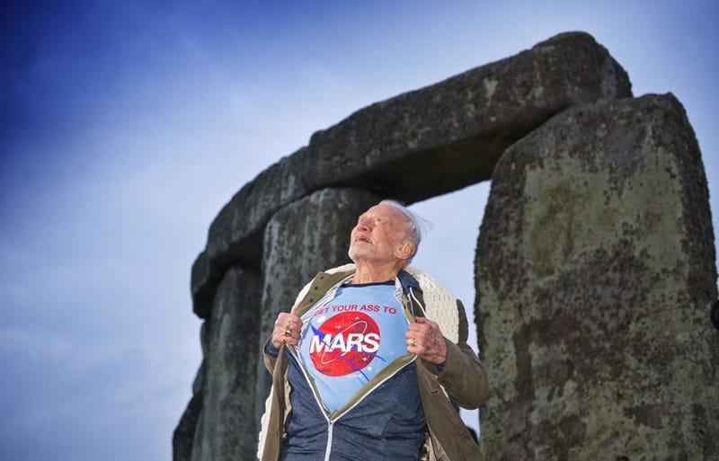 Illustration for article titled Buzz Aldrin szerint ideje felemelnünk a seggünket, és irány a Mars
