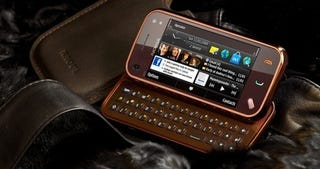 Illustration for article titled Limited Edition Nokia N97 Mini RAOUL Goes Well With Rich Mahogany