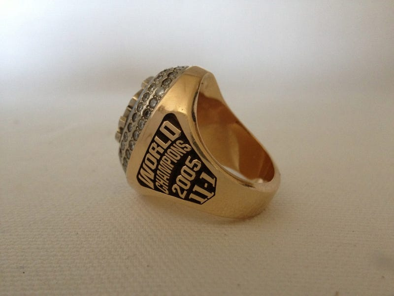 Illustration for article titled Which Member Of The 2005 White Sox Is Selling His World Series Ring On eBay?