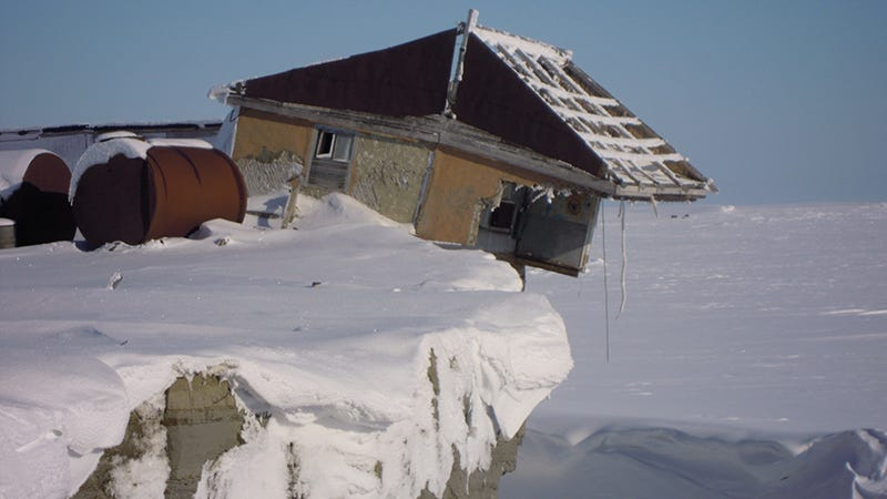 A meteostation on Vize Island. Image: Ivan Mizin / WWF-Russia