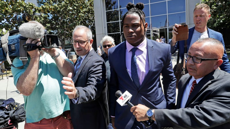 Illustration for article titled Under Oath, Reuben Foster's Ex-Girlfriend Recants Everything She Said