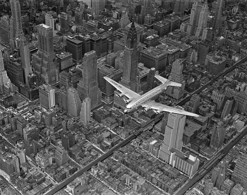 Illustration for article titled DC-4E Over Manhattan, 1939