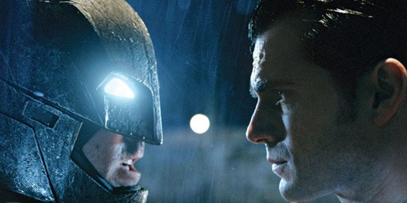 Illustration for article titled Zach Snyder Just Dropped A New Batman v. Superman Teaser On Twitter