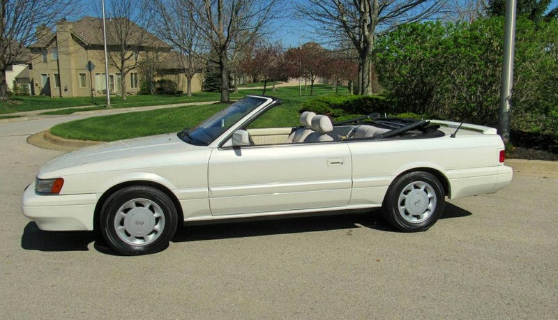 Illustration for article titled At $4,990, Could You Be Ready To Make Memories In This 1992 Infiniti M30 Convertible?