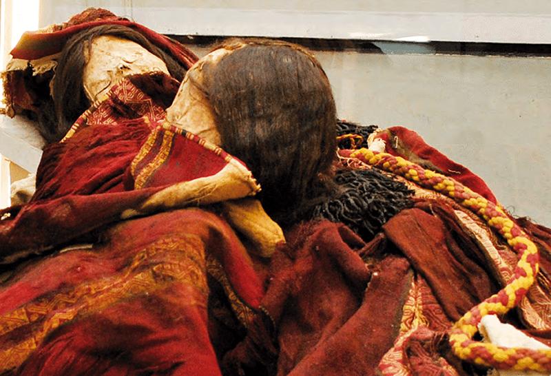 Illustration for article titled Estas dos momias incas tenían una maldición muy real: sus ropas están envenenadas