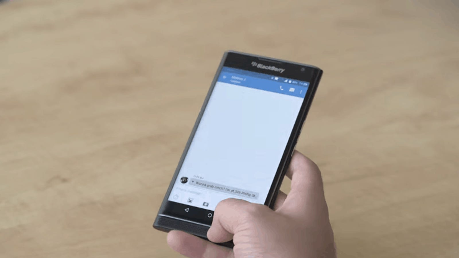 Así funciona el teclado físico de la primera BlackBerry con Android