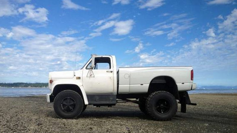 Illustration for article titled Guy Selling This Mega Truck Will Prove He's 'Not Compensating'