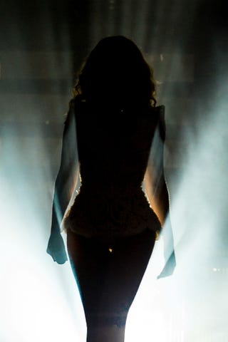 Illustration for article titled Beyonce is a Silhouetted Goddess of Light and Shadow