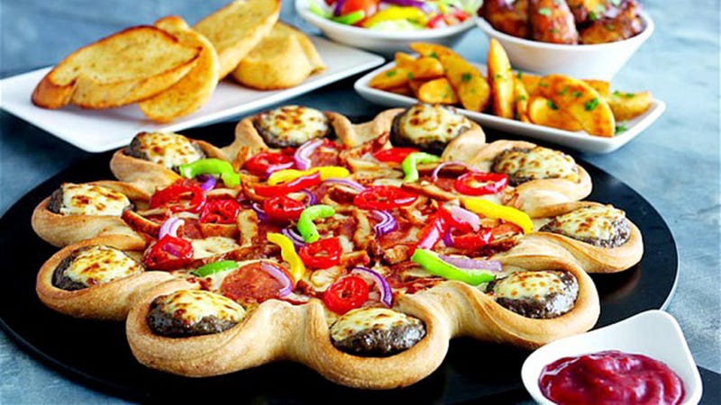 Illustration for article titled Pizza Hut's Cheeseburger Pizza Is Both Extraordinary and Repulsive