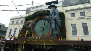 """Illustration for article titled Giant Gandalf statue declares """"You Shall Not Pass!"""" at New Zealand's Hobbit premiere"""