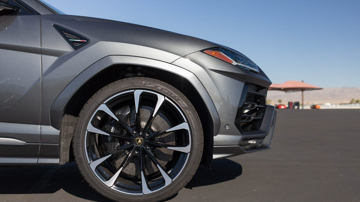 The Lamborghini Urus Wearing 23 Inch Wheels Is The Same As A Short