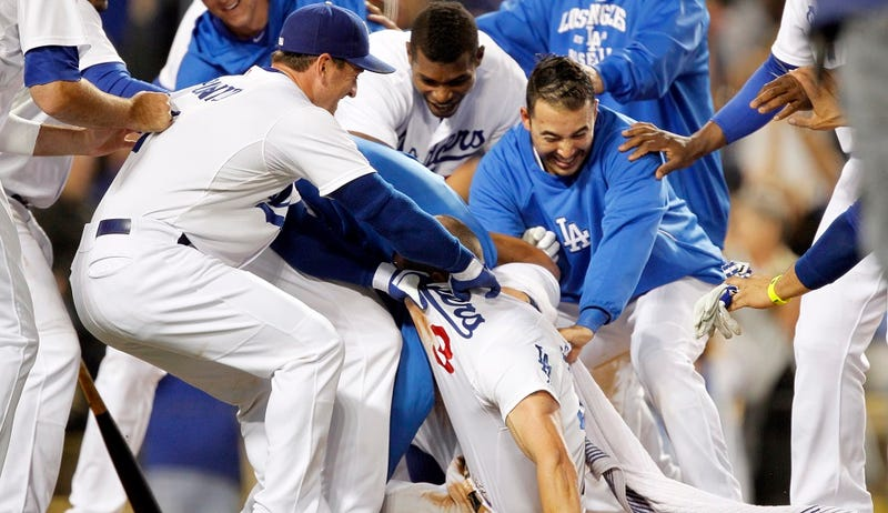 Illustration for article titled Woeful LA Dodgers Need More Of Wild-Pitch Walk-Off Hero Schumaker