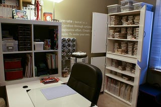 Illustration for article titled Selling Homes and Scrapbooking: A Compact and Organized Office