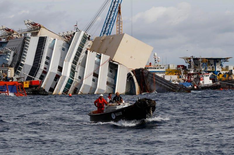 Illustration for article titled La increíble operación de ingeniería para reflotar el Costa Concordia