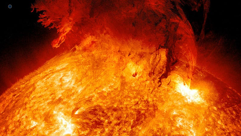 Illustration for article titled Massive eruption on the sun yesterday means a solar storm zooming by Earth tomorrow