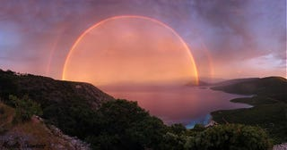 Illustration for article titled Spectacular image of a double rainbow looks like a magic portal