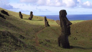 Illustration for article titled Ancient Americans helped colonize Easter Island long before the arrival of Europeans