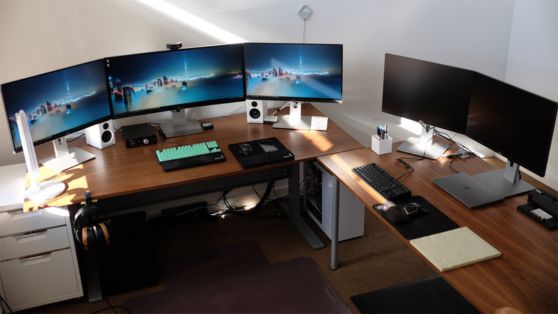 Illustration for article titled The Work and Play Dual-Purpose Workspace
