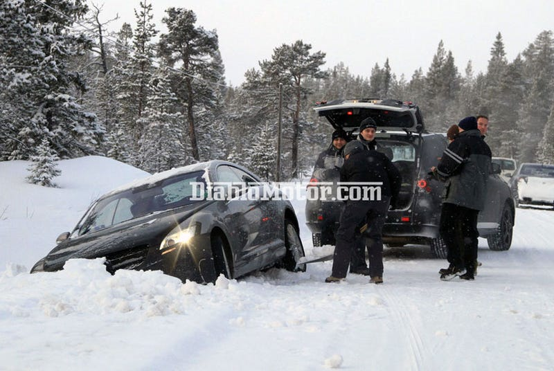 Illustration for article titled 2012 Mercedes ML Can't Tow New CL Out Of Snow