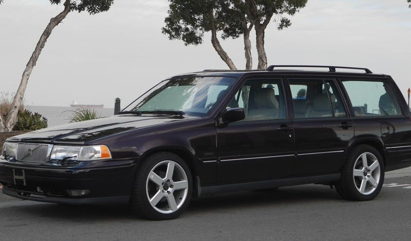 Illustration for article titled This 6-speed V8 Volvo Is An Awesome Wagon That You Can Actually Buy