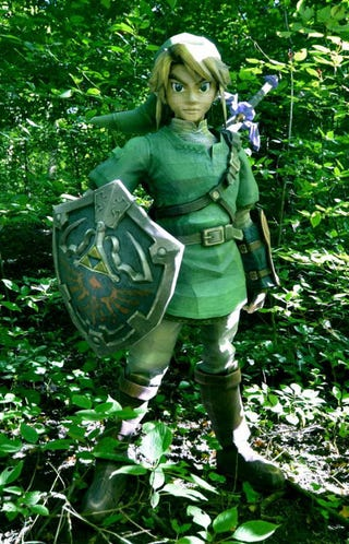 Illustration for article titled How Tall is Link? If This Lifesize Papercraft is Any Indication, He's 5-foot-5