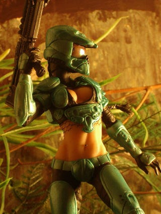 Illustration for article titled Master Chief's Girl is Sexy, Shares Outfits With Master Chief