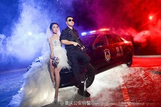 Illustration for article titled S.W.A.T. Team Wedding Photos Are More Romantic Than Tactical