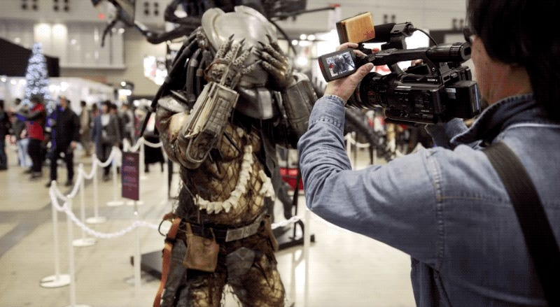 Excellent Predator Cosplay Is Thirst-Inducing