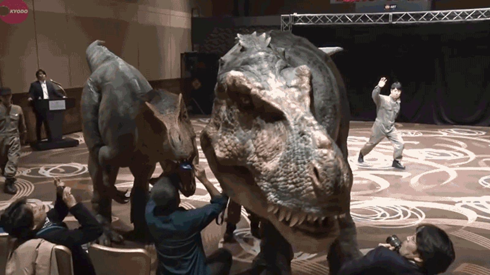 El mejor disfraz de T-Rex que se ha creado nunca es perfecto para provocar infartos